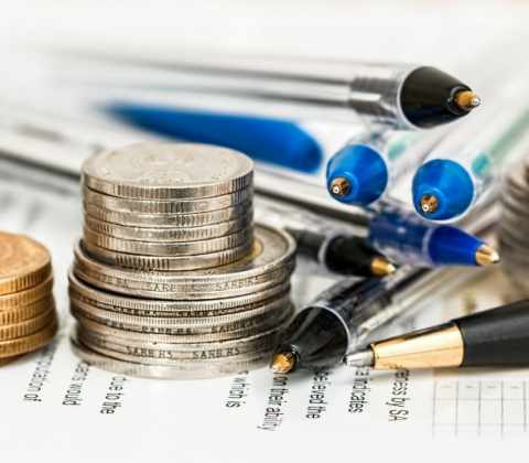 selective-focus-of-coins-and-ballpoints